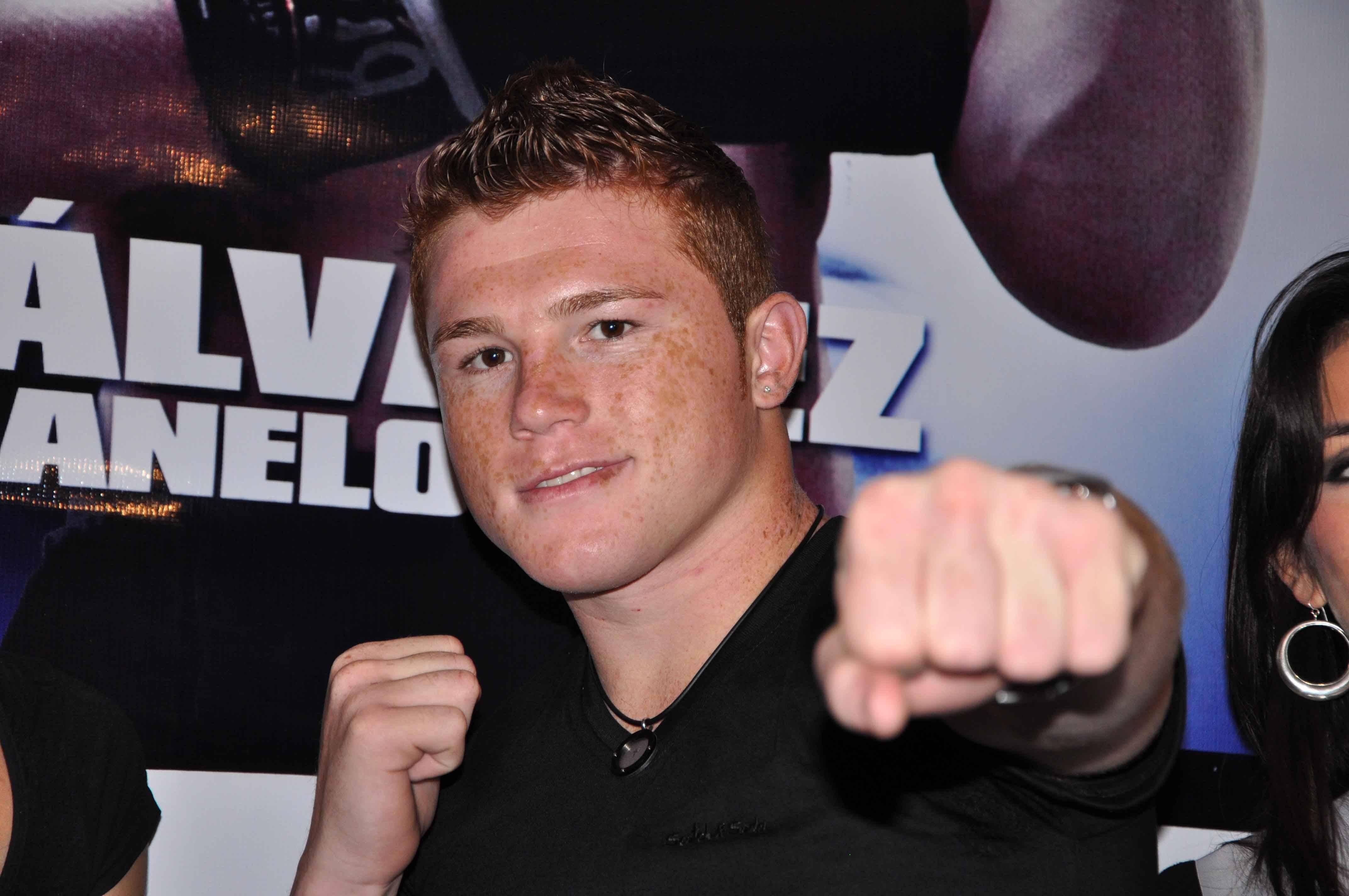 «Canelo» Álvarez cumple 10 años como boxeador profesional