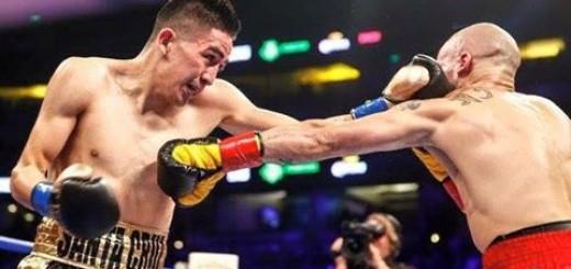 Leo Santa Cruz retuvo el título pluma al derrotar a Kiko Martínezen épico combate