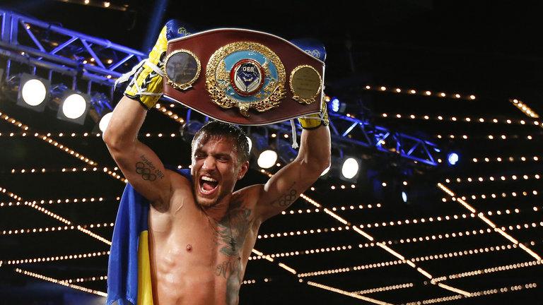 Lomachenko noquea a Román 'Rocky' Martínez para ganar su segundo título en 7 peleas