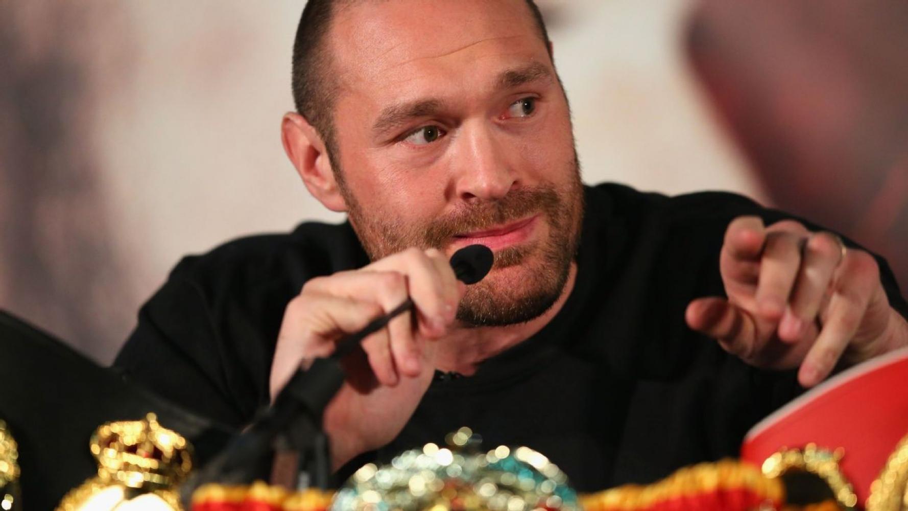 Fury deja vacante campeonatos de peso pesado