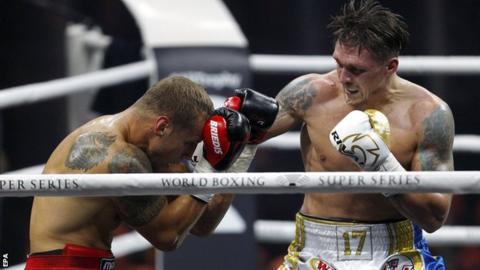 Oleksandr Usyk derrota a Briedis en apretada batalla