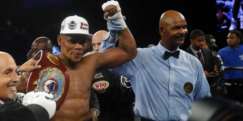 El boxeador antioqueño Eleider Álvarez se coronó campeón mundial de boxeo