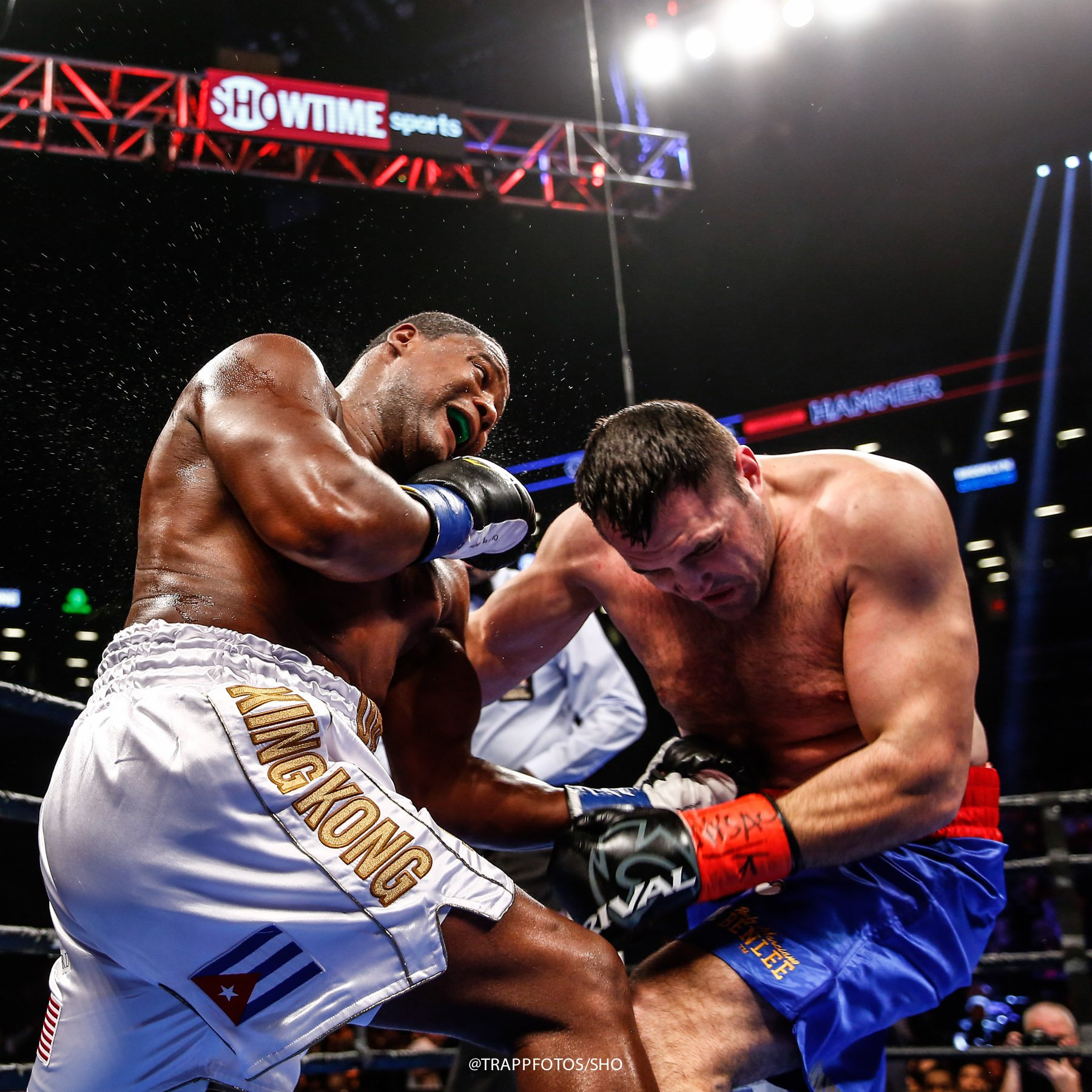 """""""King Kong"""" Ortiz vence a Hammer por puntos"""