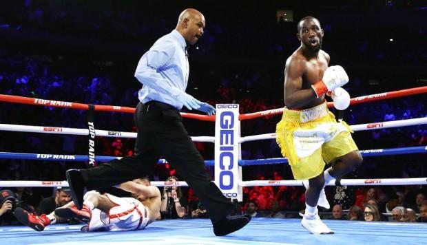 Crawford vence a Khan por KO técnico y retiene campeonato mundial
