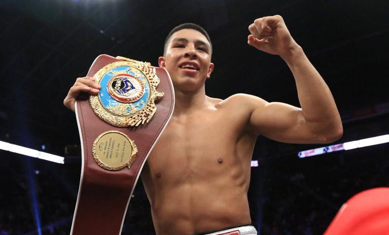 Jaime Munguía defiende título con contundente KO a Patrick Allotey