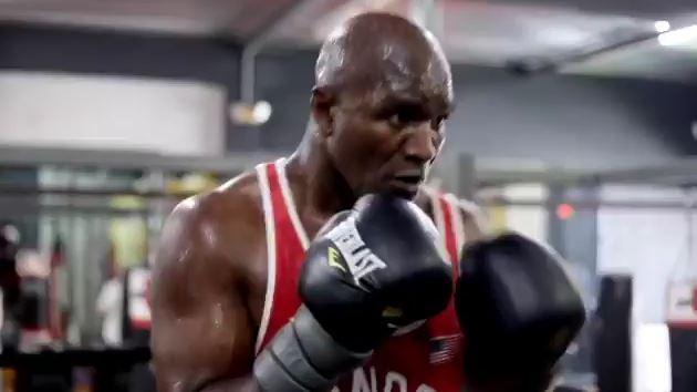 Holyfield responde a Tyson con su propio video entrenando a sus 57 años