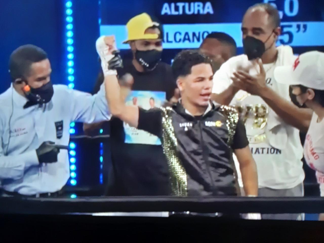 Erick Rosa Pacheco retiene sus coronas latinas