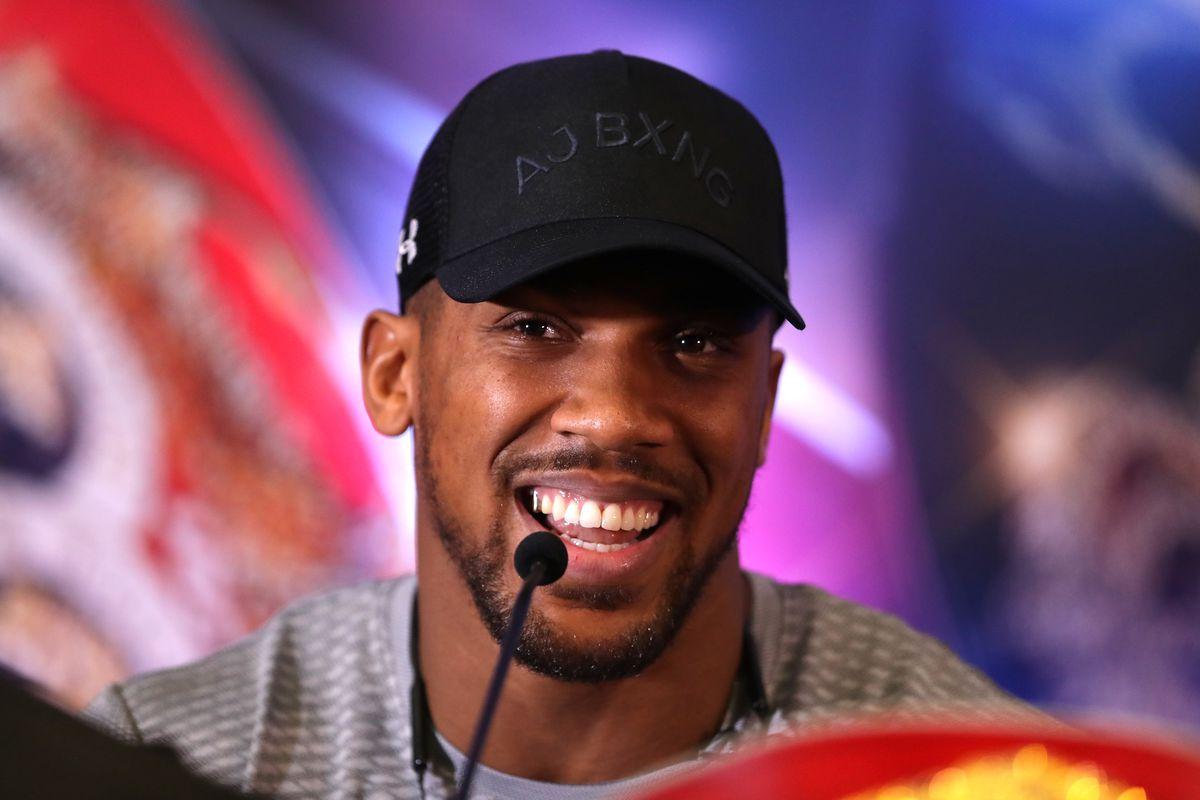 Anthony Joshua confirmó un paso adelante en las negociaciones para unificar con Tyson Fury