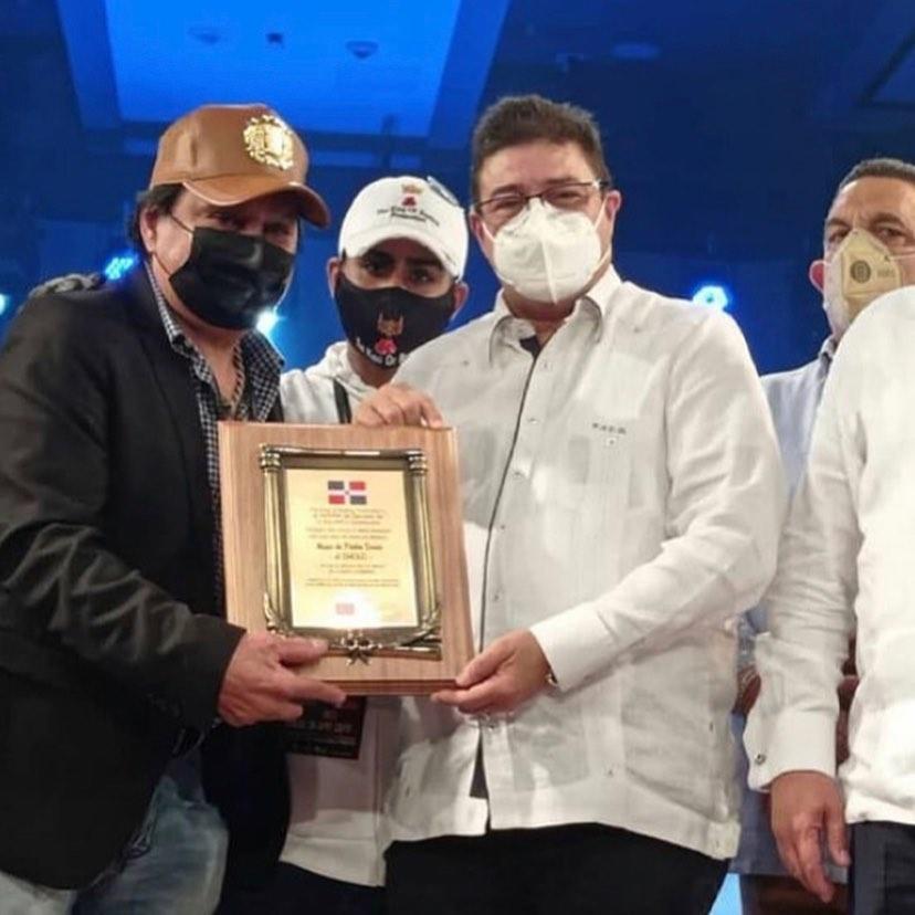 Durán recibe reconocimiento en República Dominicana