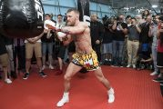Eddy Reynoso ofrece su ayuda a Conor McGregor para enseñarle a boxear